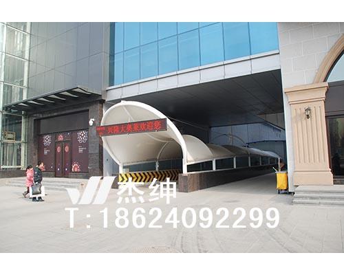 沈阳兴隆大奥莱商场地下车库入口